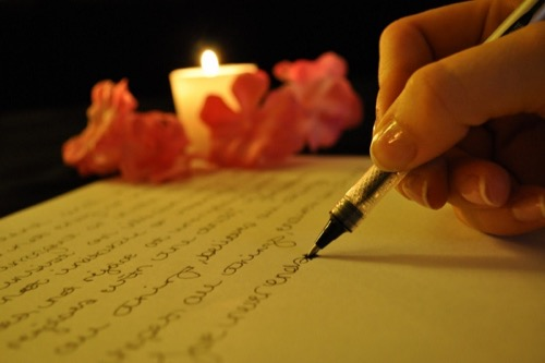 luddite-writing-things-out-with-pen-and-paper-600x399